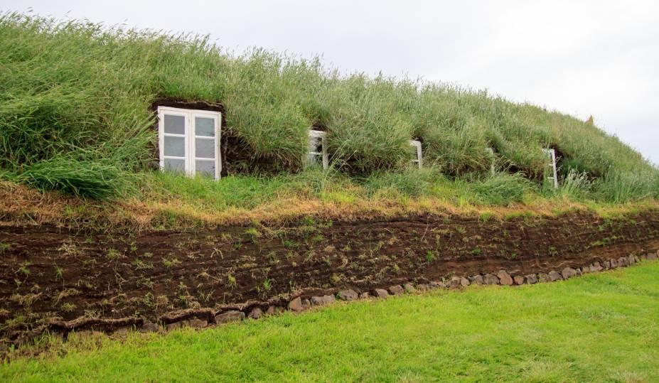 """<strong>Glaumbaer, <a href=""""http://viajeaqui.abril.com.br/paises/islandia"""" rel=""""Islândia"""" target=""""_blank"""">Islândia</a></strong>                As casas de turfas islandesas: aquecidas e sustentáveis!"""