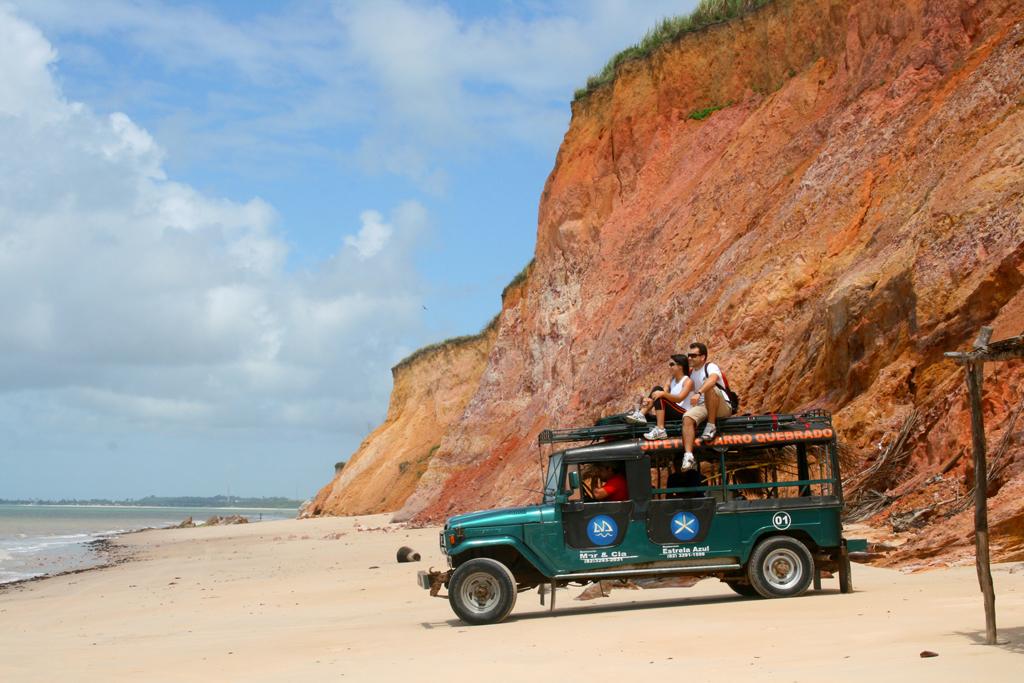 Praia de Carro Quebrado na Barra de Santo Antônio (AL)