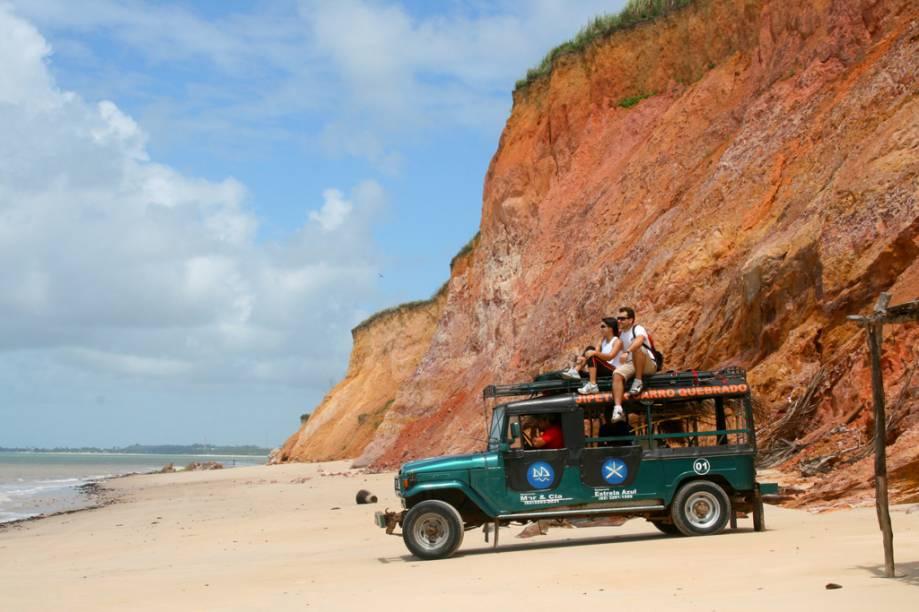 Desde 2010, o acesso até a praia de Carro Quebrado na Barra de Santo Antônio, Alagoas,não depende mais da balsa até a Ilha da Croa: é possível usar a ponte a partir de Barra de Santo Antônio