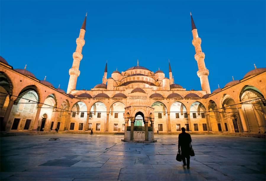 Uma das mesquitas mais visitadas da cidade é a Mesquita Azul, que tem uma energia impressionante - principalmente nos horários dos chamados para as orações