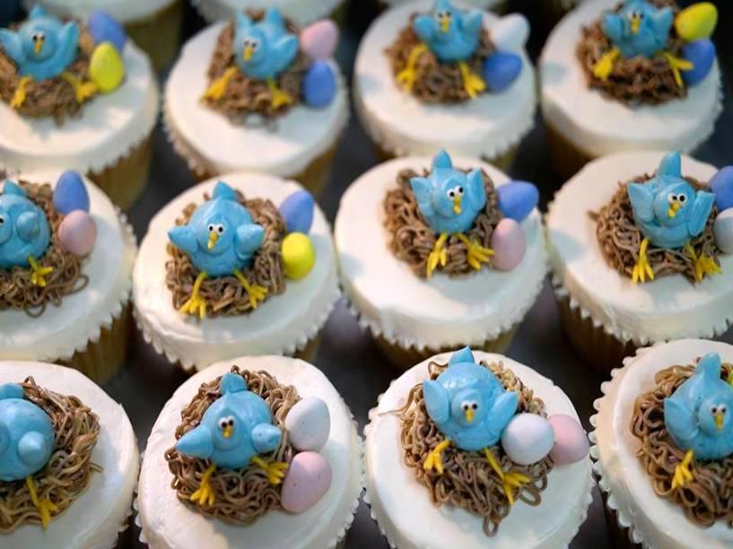 """<a href=""""http://www.twolittleredhens.com/"""" rel=""""Two Little Red Hens"""" target=""""_blank""""><strong>Two Little Red Hens</strong></a>                                        As estrelas da casa são os bolos, que podem vir em sabores prontos ou personalizados. Mas pra quem quer parar à tarde pra tomar um cafézinho, há opções de cupcakes e tortas doces. <em>1652 Second Avenue, 10028</em>"""
