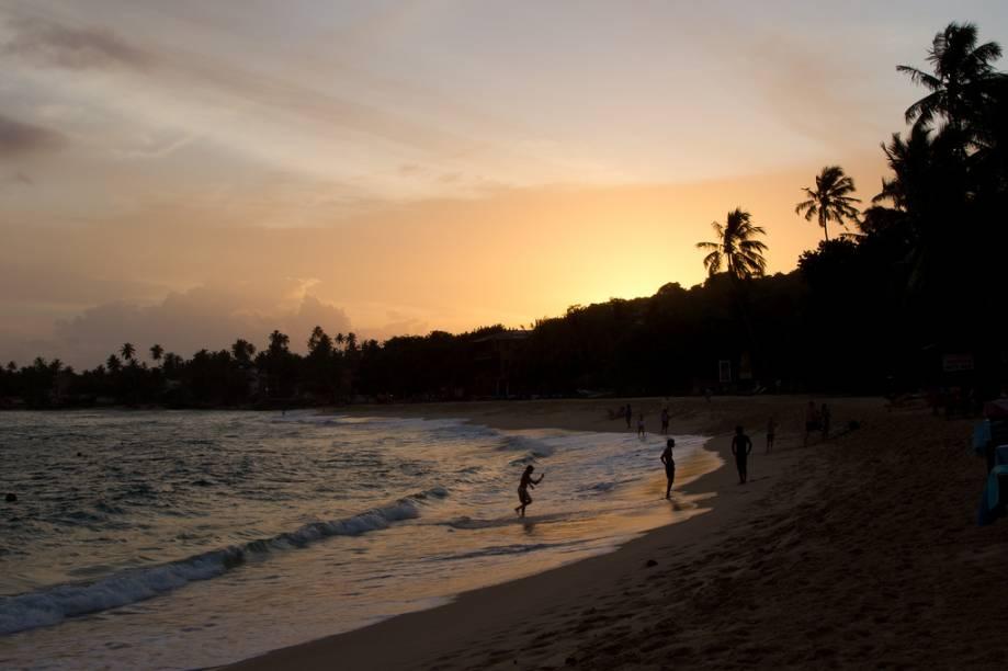 """Praia próxima a Unawatuna, no sudoeste do <a href=""""http://viagemeturismo.abril.com.br/paises/sri-lanka/"""">Sri Lanka</a>, o antigo Ceilão"""