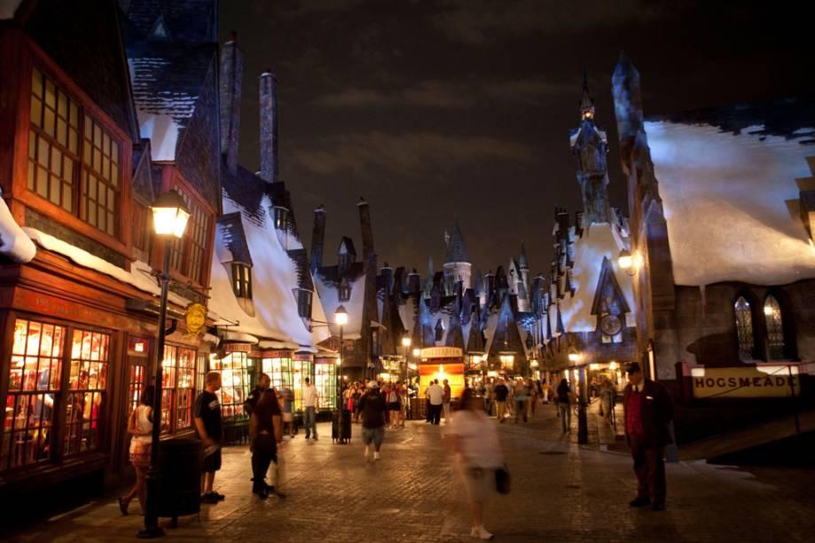 """Vila de Hogsmeade no """"The Wizarding World of Harry Potter"""", área do parque temático Islands of Adventure (Universal Resort)"""