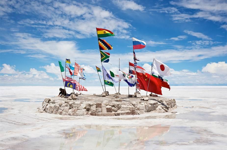 "<strong><a href=""http://viagemeturismo.abril.com.br/cidades/uyuni/"" target=""_blank"" rel=""noopener"">Uyuni</a> - <a href=""http://viagemeturismo.abril.com.br/paises/bolivia/"" target=""_blank"" rel=""noopener"">Bolívia</a> </strong>"