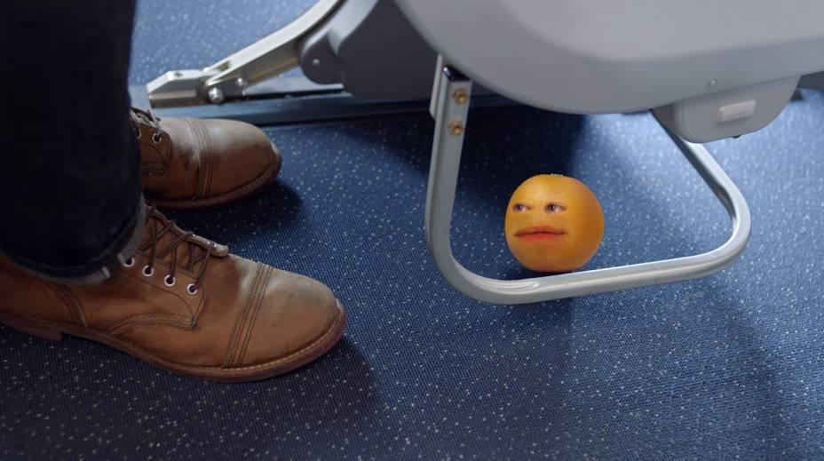 """<strong>Annoying Orange</strong>Como fazer sucesso na internet? Pegue uma laranja, faça uma montagem tosca e deixe-a falante. De preferência, que diga umas coisas bem bizarras. Depois, coloque-a para interagir com outras frutas com rostos. Pronto. A <a href=""""https://www.youtube.com/watch?v=ZN5PoW7_kdA"""" rel=""""série de vídeos"""" target=""""_blank"""">série de vídeos</a> foi criada por Dane Boedingheimer em 2009. Em seguida, Dane foi contratado para exibir seus vídeos no canal Cartoon Network"""