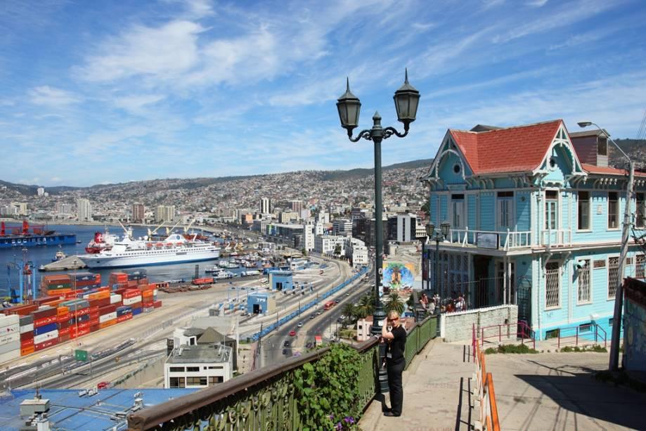 Vista geral da zona portuária de Valparaíso, um dos bons destinos de verão do país