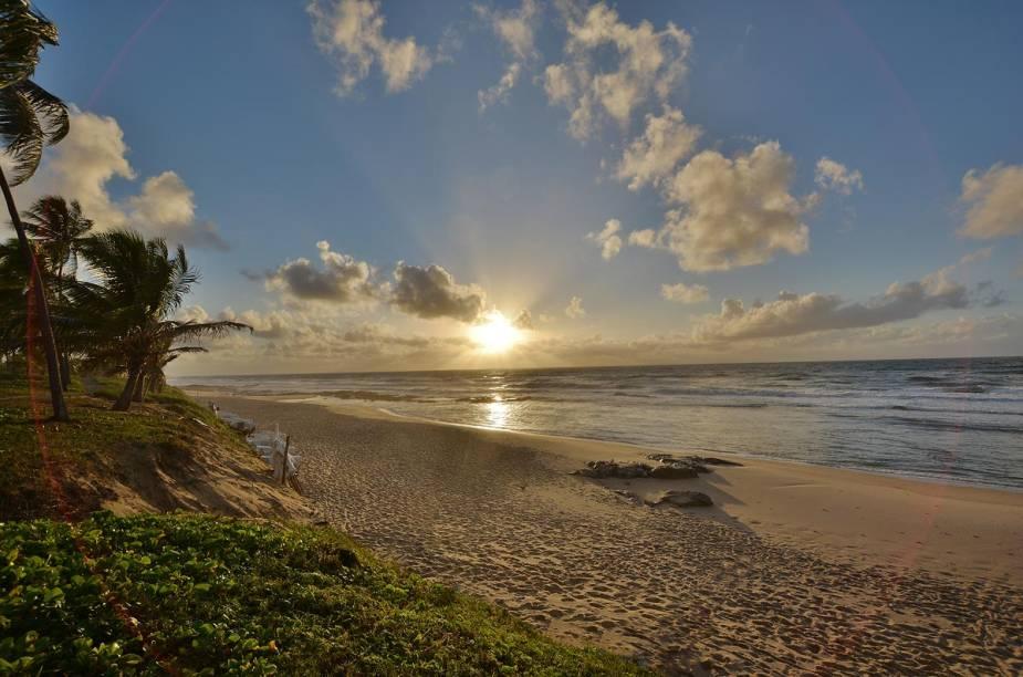 """<strong><a href=""""http://viajeaqui.abril.com.br/cidades/br-ba-costa-do-sauipe"""" rel=""""Costa do Sauípe (BA)"""" target=""""_blank"""">Costa do Sauípe (BA)</a> — TRÊS NOITES EM POUSADA SIMPLES</strong>                        O pacote tem três noites na <a href=""""http://www.hotelportosauipe.com.br/index.html"""" rel=""""Pousada Sauípe"""" target=""""_blank"""">Pousada Sauípe</a>, simples.                        <strong>Quando:</strong> em 30/1                        <strong>Quem leva:</strong> <a href=""""http://www.submarino.com.br/"""" rel=""""Submarino"""" target=""""_blank"""">Submarino</a>                        <strong>Quanto:</strong> R$ 1125"""