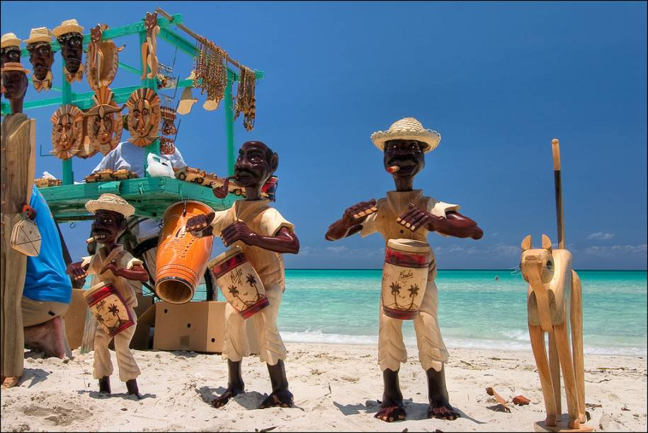 """<strong><a href=""""http://viajeaqui.abril.com.br/paises/cuba"""" rel=""""CUBA"""" target=""""_blank"""">Cuba</a> — CINCO NOITES ALL-IN EM <a href=""""http://viajeaqui.abril.com.br/cidades/cuba-varadero"""" rel=""""VARADERO"""" target=""""_blank"""">VARADERO</a></strong>            Cinco noites all-inclusive no midscale <a href=""""http://riuvaradero.ca/"""" rel=""""Riu Varadero"""" target=""""_blank"""">Riu Varadero</a>, com traslados.            <strong>Quando:</strong> até 30/1            <strong>Quem leva:</strong> <a href=""""http://abreutur.com.br"""" rel=""""Abreu"""" target=""""_blank"""">Abreu</a>            <strong>Quanto:</strong> US$ 1495"""