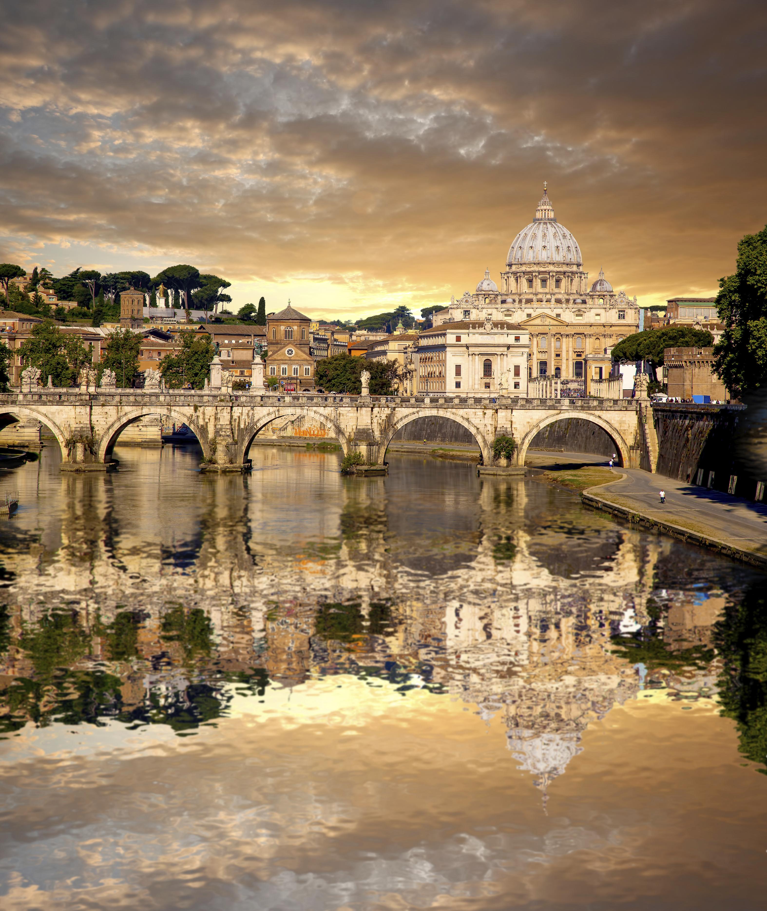 Vista do Vaticano, país que fica no meio de Roma, Itália