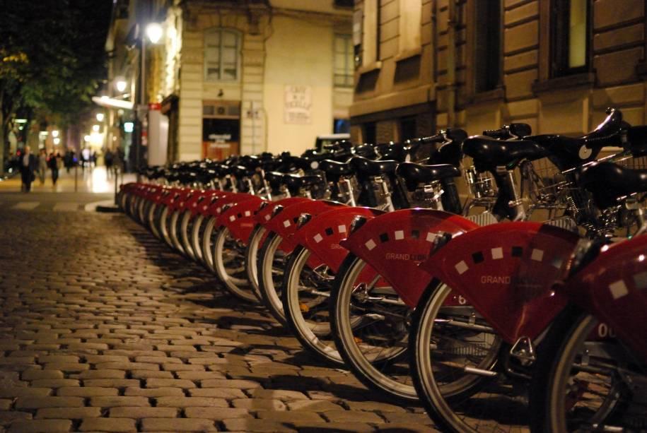 """Vélov, o sistema de aluguel de bikes de <a href=""""http://viajeaqui.abril.com.br/materias/franca-paris-lyon-avignon"""" rel=""""Lyon"""" target=""""_blank"""">Lyon</a>"""