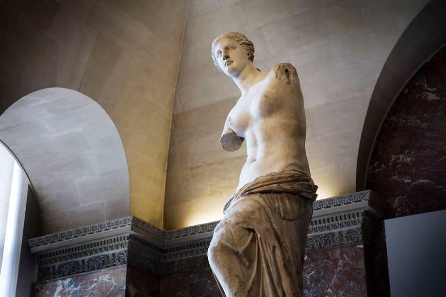 Vênus de Milo, uma das mais conhecidas esculturas expostas no Museu do Louvre