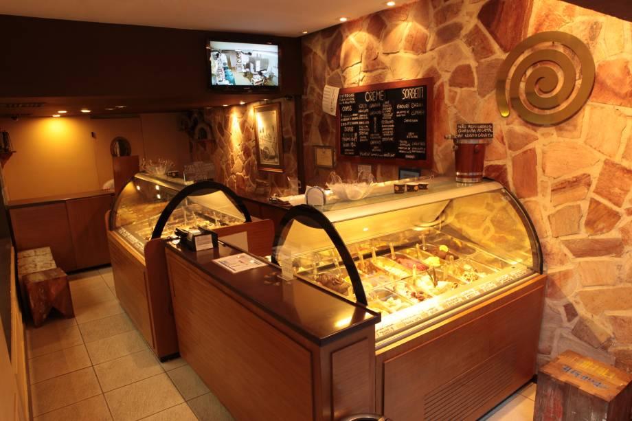 """<strong>4. <a href=""""http://viajeaqui.abril.com.br/estabelecimentos/br-rj-rio-de-janeiro-restaurante-vero"""" rel=""""VERO"""" target=""""_self"""">VERO</a></strong> (500 metros)            A loja do italiano Andrea Panzacchi tem sorvetes inusitados como o de limão-siciliano com lavanda.            <em>Endereço: Rua Visconde de Pirajá, 260, loja B, Ipanema</em>"""