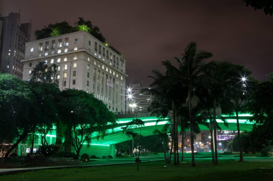 <strong>São Paulo — Viaduto do Chá</strong>Localizado no Vale do Anhangabaú, palco de muitos eventos na capital paulista, o viaduto ganha as luzes verdes pela segunda vez