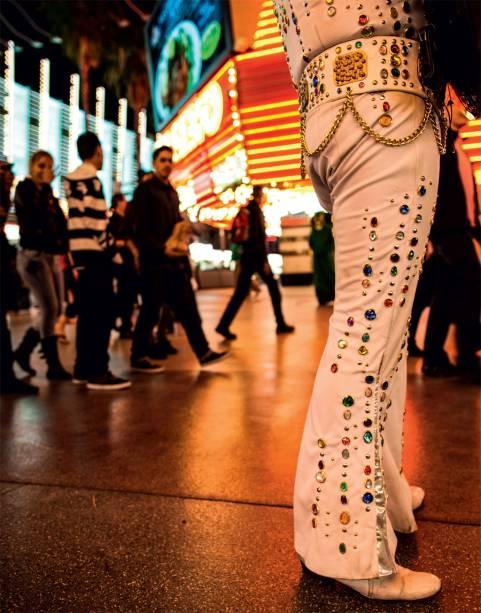 Um dos Elvis da Fremont, extravagâncias de Vegas