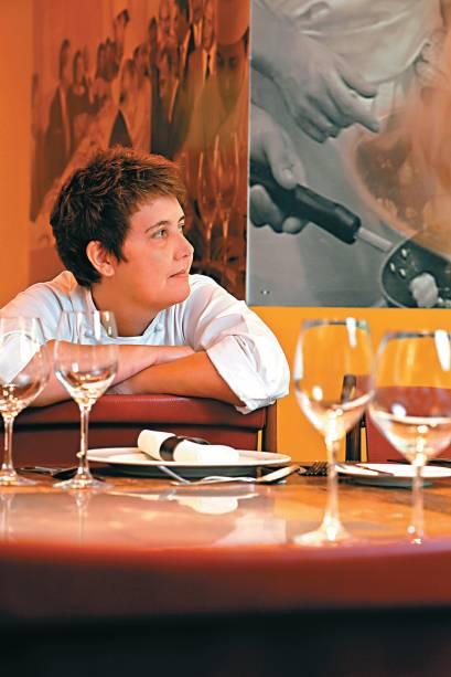 """<strong>2. Roberta Sudbrack - <a href=""""http://viajeaqui.abril.com.br/estabelecimentos/br-rj-rio-de-janeiro-restaurante-roberta-sudbrack"""" rel=""""Roberta Sudbrack"""" target=""""_blank"""">Roberta Sudbrack</a> (Rio de Janeiro, RJ)</strong>    A gaúcha Roberta Sudbrack foi a primeira mulher a ocupar a função de chef do Palácio da Alvorada, durante os dois mandatos de Fernando Henrique Cardoso. Em 2012, ela esteve à frente da equipe de cozinha da delegação brasileira nos Jogos Olímpicos de Londres."""