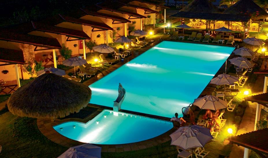 Todas as varandas levam à piscina no hotel Golfinho