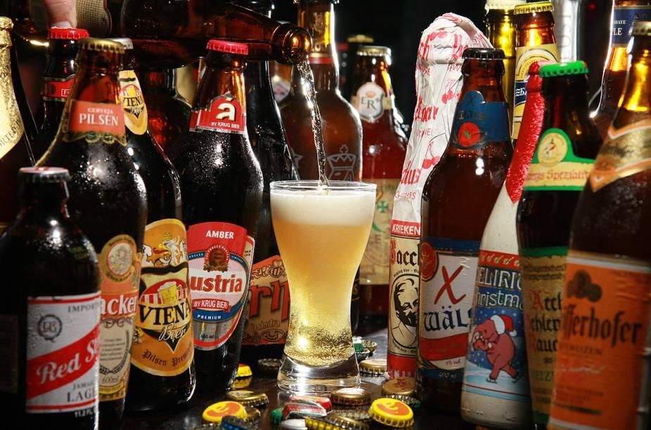 """<a href=""""http://viajeaqui.abril.com.br/estabelecimentos/br-mg-belo-horizonte-restaurante-cafe-viena-beer"""" rel=""""Café Viena Beer – Belo Horizonte: """" target=""""_blank""""><strong>Café Viena Beer – Belo Horizonte: </strong></a>São mais de 910 rótulos de cervejas e um cardápio bem descolado. Um dos destaques é o o big chuletão, traz 1,3 kg de carne red angus com mandioca."""