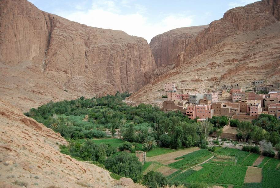 Vila bérbere no Vale Todgha, aproximadamente 400 km a leste de Marrakesh