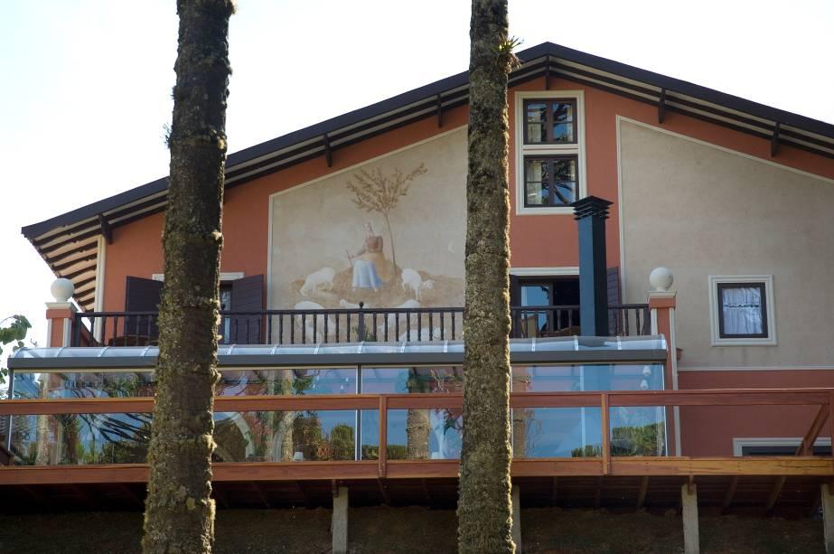 A fachada da pousada Villa Casato Residenza, em Campos do Jordão, foi pintada por Fúlvio Penacchi, pintor italiano do início do século 20