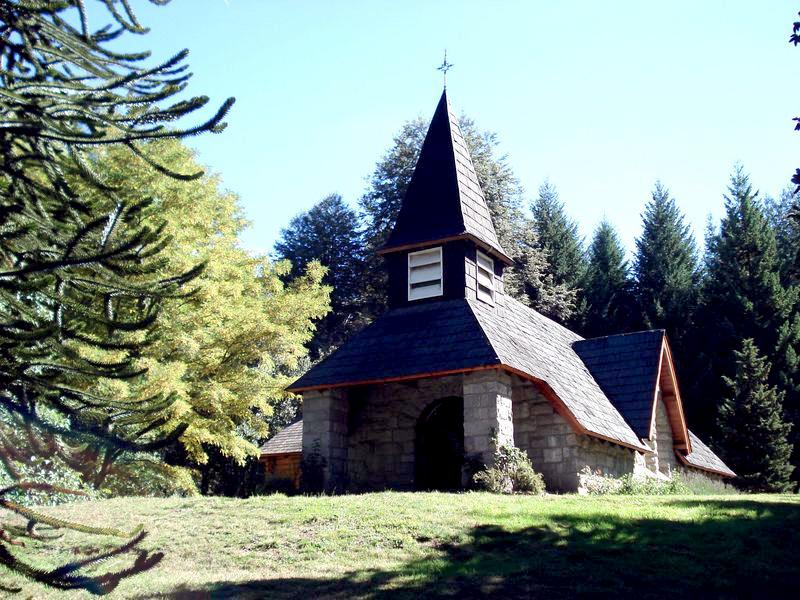 Villa La Angostura - Capela - Ruta de los Siete Lagos - Argentina - Wikimedia Commons - Arcibel