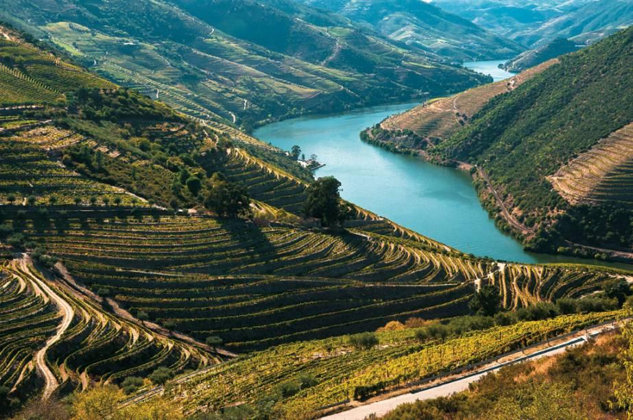 Os vinhedos que ornam o sinuoso <strong>Douro</strong>