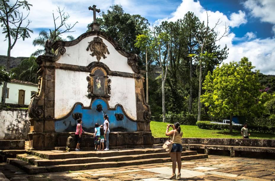 O<strong>Chafariz de São José</strong>tem três fontes, cujas funções originais eram fornecer água potável para a população (a da frente), servir como local para lavar roupas (ao lado) e como bebedouro de animais (na parte de trás)
