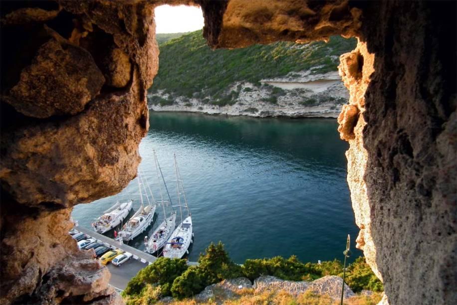 A vista do Mediterrâneo desde as escarpas de Bonifacio