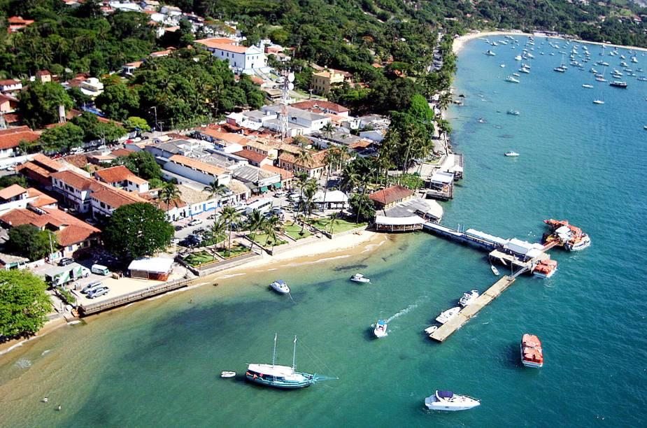 Vista aérea da região central de Ilhabela; a ilha tem quase 30 mil habitantes e é um dos principais destinos de verão no litoral paulista