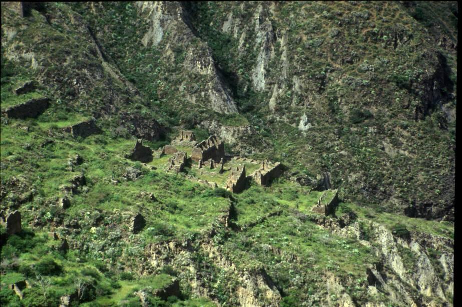"""<strong>Inskawaya – <a href=""""http://viajeaqui.abril.com.br/paises/bolivia"""" rel=""""Bolívia"""" target=""""_blank"""">Bolívia</a></strong>A extensão da cidade de Inskawara é maior do que a de Machu Picchu, mas está bem menos preservada. Foi construída inicialmente pela cultura Mollo, anterior aos Incas. Estima-se que o assentamento pré-colombiano começou em 800 a.C. Em seu auge, entre 1.145 e 1.425, foi habitada por cerca de 2.500 pessoas"""