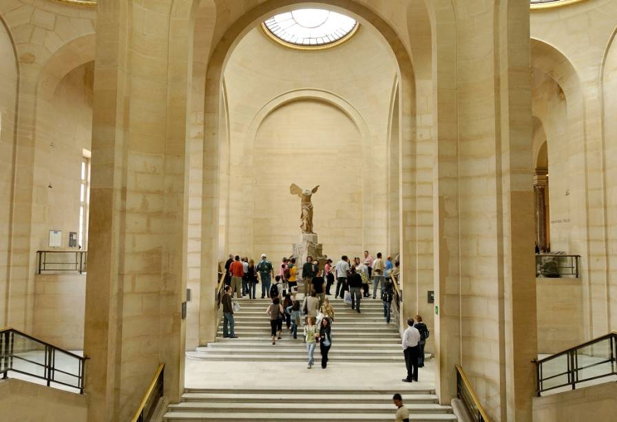 A Vitória de Samotrácia é um dos maiores destaques do acervo do Museu do Louvre