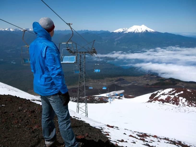 """<strong><a href=""""http://viajeaqui.abril.com.br/estabelecimentos/chile-lagos-andinos-atracao-vulcao-osorno"""" rel=""""Volcán Osorno"""" target=""""_blank"""">Volcán Osorno</a>, <a href=""""http://viajeaqui.abril.com.br/paises/chile"""" rel=""""Chile"""" target=""""_blank"""">Chile</a></strong>    De cima a baixo são 2.600 metros, os quais esquiadores descem pela encosta sudoeste até alcançarem uma pequena e moderna estação, recentemente aberta e com somente 12 pistas e dois meios de elevação. Osorno ainda é famoso por sua semelhança com o <a href=""""http://viajeaqui.abril.com.br/estabelecimentos/japao-toquio-atracao-monte-fuji"""" rel=""""Monte Fuji"""" target=""""_blank"""">Monte Fuji</a>, no <a href=""""http://viajeaqui.abril.com.br/paises/japao"""" rel=""""Japão"""" target=""""_blank"""">Japão</a>, e por ser um dos mais ativos vulcões da Cordilheira dos Andes, apesar de nenhuma erupção ter ocorrido desde o século 19"""