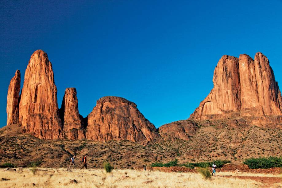 """<strong>6. Hombori, no Mali, <a href=""""http://viajeaqui.abril.com.br/continentes/africa"""" rel=""""África"""" target=""""_blank"""">África</a></strong>                                                Na transição entre o deserto do Saara e a região menos árida ao sul do Mali, no centro-norte da África, estão as formações rochosas curiosas de Hombori. Além das belezas naturais, o lugar, repleto de cavernas e antigas construções de rocha, guarda um riquíssimo sítio arqueológico"""