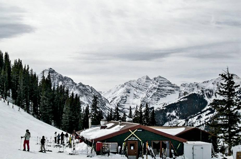 """<strong>Cloud Nine Lift, Aspen Highlands</strong>""""Não deixe de almoçar nessa casa que fica na montanha de highlands. O ideal é ir no último horário e ficar até os lifts fecharem. Ambiente gostoso, a comida é uma delicia, e o som que vai aumentando durante o almoço anima a todos, que terminam dançando em volta das mesas."""""""