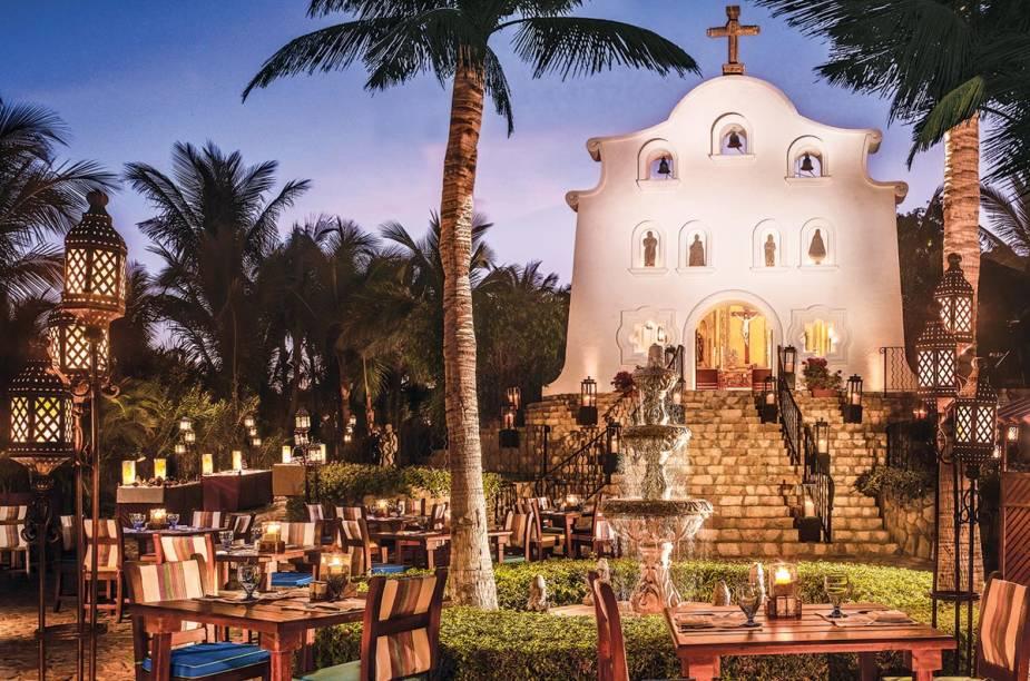 """<strong><a href=""""https://www.oneandonlyresorts.com/one-and-only-palmilla-los-cabos/weddings-and-events#eb37cbdc0d904743a79e717e37689c84"""" target=""""_blank"""" rel=""""noopener"""">Resort Palmillas,</a> <a href=""""http://viajeaqui.abril.com.br/paises/mexico"""" target=""""_blank"""" rel=""""noopener"""">México</a></strong>""""É pra quem quer paisagens e serviço de luxo. Esse resort em <a href=""""http://viajeaqui.abril.com.br/cidades/mexico-los-cabos"""" target=""""_blank"""" rel=""""noopener""""><strong>Los Cabos</strong></a> tem uma charmosa capela em estilo tradicional mexicano com vista para o mar. Para a recepção, há cinco diferentes locais – com opções ao ar livre e cobertas."""""""