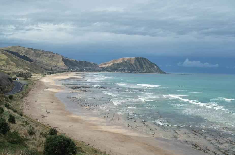 A praia de Wainui, que fica lotada no fim do ano