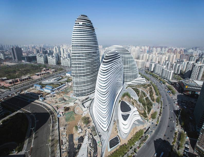 Para o centro de Pequim, na China, Zaha projetou oWangjing Soho, quatro torres comerciais que ocupam uma área de 300 mil metros quadrados