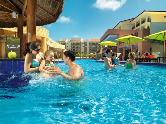 Novo resort tem piscinas para adultos e crianças