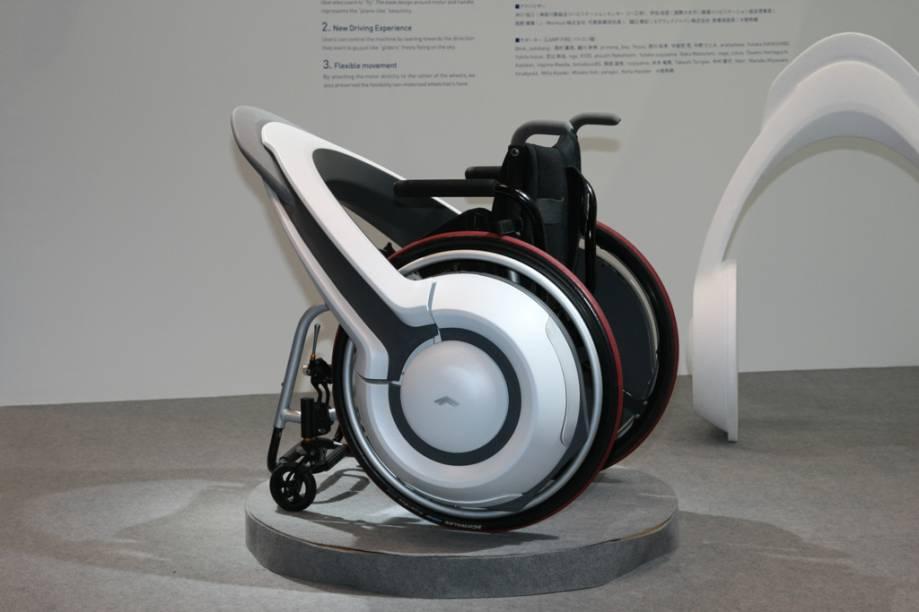 Nem só de super motos e carros-conceito vive o Tokyo Motor Show. O escritório de design Smile Park trouxe o Whill, que promete maior mobilidade para os usuários de cadeiras de rodas, com maior velocidade, controle de freios e melhor dirigibilidade