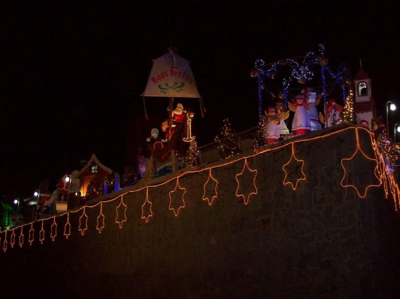 A <strong>Casa do Natal</strong> é uma residência no município de <strong>Gravatá</strong>, interior de Pernambuco, que todos os anos no Natal recebe turistas de todos os lugares. A casa que toma quase um quarteirão é toda decorada do interior até as paredes e portões
