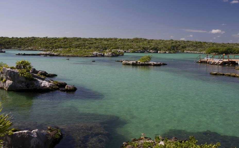 <strong>5. Xel-Há</strong>A baía do parque Xel-Há mais parece um imenso aquário natural, com águas calmas e grande variedade de vida marinha. Ideal para snorkeling