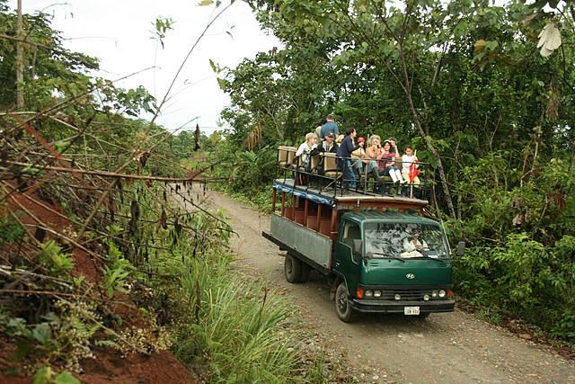 Turistas na reserva de Yachana, no Equador