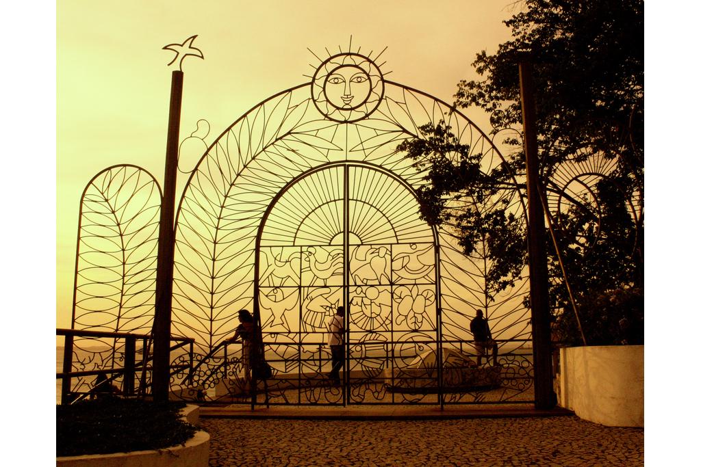 Portão de entrada, do belo Gradil de Carybé, que circunda o Solar do Unhão, Salvador, Bahia