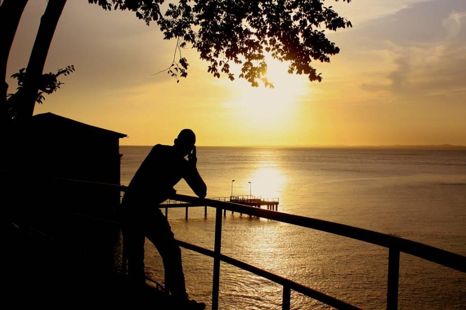 """Pôr do sol no <a href=""""http://viajeaqui.abril.com.br/estabelecimentos/br-ba-salvador-atracao-museu-de-arte-moderna-solar-do-unhao"""" rel=""""Solar do Unhão"""" target=""""_blank"""">Solar do Unhão</a>, em <a href=""""http://viajeaqui.abril.com.br/cidades/br-ba-salvador"""" rel=""""Salvador"""" target=""""_blank"""">Salvador</a> (<a href=""""http://viajeaqui.abril.com.br/estados/br-bahia"""" rel=""""BA"""" target=""""_blank"""">BA</a>)"""