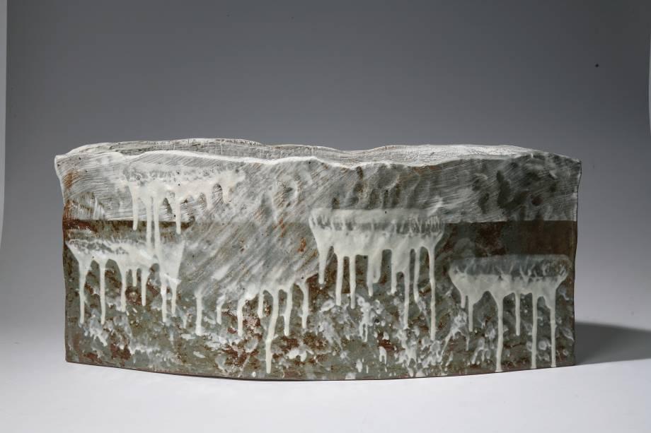 De Yoon Kwang-cho,<em>Caos</em>, 2007. Cerâmica Buncheong com camada diluída de branco