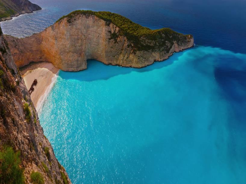 Zakynthos é uma ilha a leste do Peloponeso