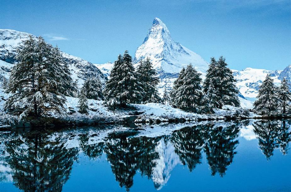 """<strong>3. <a href=""""http://viajeaqui.abril.com.br/materias/dicas-para-esquiar-em-zermatt-na-suica"""" rel=""""Zermatt, Suíça"""" target=""""_blank"""">Zermatt, Suíça</a></strong>                Reconhece a paisagem? O Matterhorn, a montanha piramidal que domina o horizonte de Zermatt, está na embalagem do Toblerone. Murada pelos Alpes, a vila luxuosa ainda é desconhecida pelos brasileiros"""