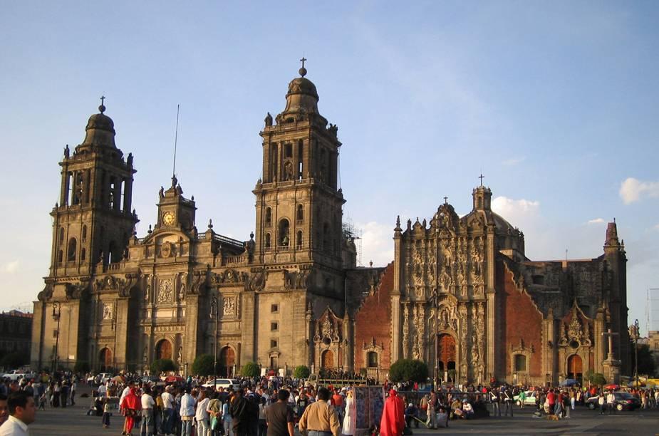 """<strong><a href=""""http://kangaroo.com.br"""" rel=""""KANGAROO"""" target=""""_blank"""">KANGAROO</a></strong><strong>O QUE ELA FAZ POR VOCÊ:</strong> Explora a história e a arquitetura mexicanas.<strong>PACOTE:</strong> Ruínas da civilização asteca, farta arquitetura colonial e um toque religioso povoam o tour de nove noites em hotéis de luxo, distribuídas entre a <strong><a href=""""http://viajeaqui.abril.com.br/cidades/mexico-cidade-do-mexico"""" rel=""""Cidade do México"""" target=""""_self"""">Cidade do México</a></strong><strong>(foto)</strong> (da <a href=""""http://viajeaqui.abril.com.br/estabelecimentos/mexico-cidade-do-mexico-atracao-basilica-de-guadalupe"""" rel=""""Basílica de Guadalupe"""" target=""""_self"""">Basílica de Guadalupe</a>, a padroeira do país), a graciosa San Miguel de Allende, Guanajuato, Zacatecas e Guadalajara. Desde US$ 2 968"""