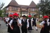 Desfile em trajes típicos pelas ruas de Pomerode