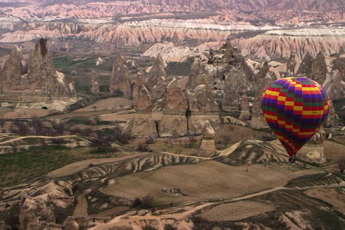 hot_air_ballon_over_cappadocia_11.jpeg