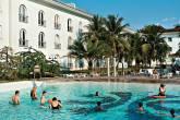 Piscina do Hotel Tropical, que tem até zoológico, em Manaus (AM)